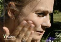 Aloe Vera Reinigungsgel aufschäumen und Gesicht damit reinigen