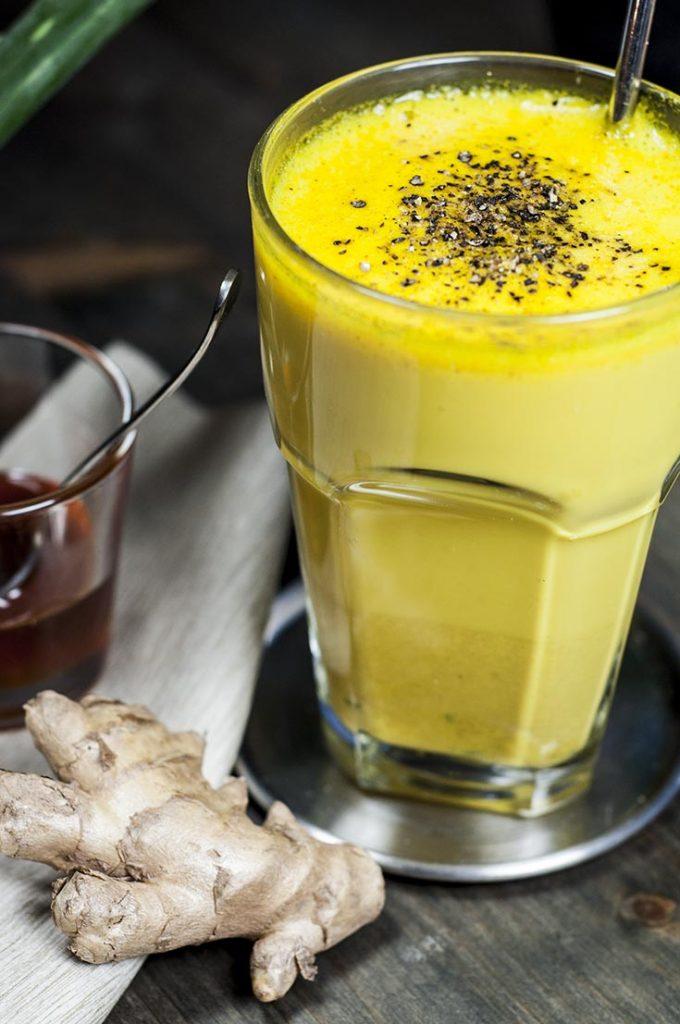Goldene Milch mit Ingwer und Honig